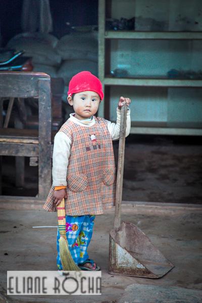 Kalaw - Burma - Helping Mum